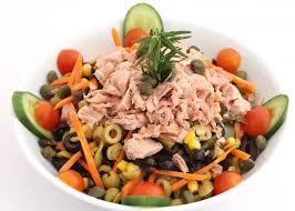 zeytinli ton balığı salatası tarifi