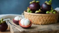 Mangosten Meyvesi Nedir, Faydaları ve Nasıl Yenir?